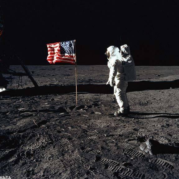 090715-moon-flag-02