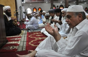 muslims-pray-to-celebrate-the-eid-al-adha-holiday-at-a-mosque-in-islamabad-pakistan